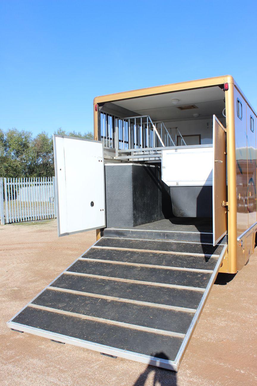 Prestige Luxury 7 5t Horsebox Central England Horseboxes