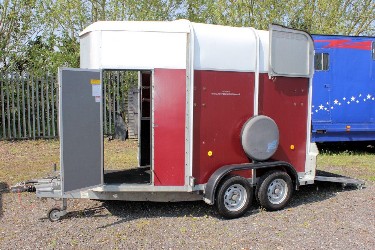ifor williams hb505 central england horseboxes. Black Bedroom Furniture Sets. Home Design Ideas