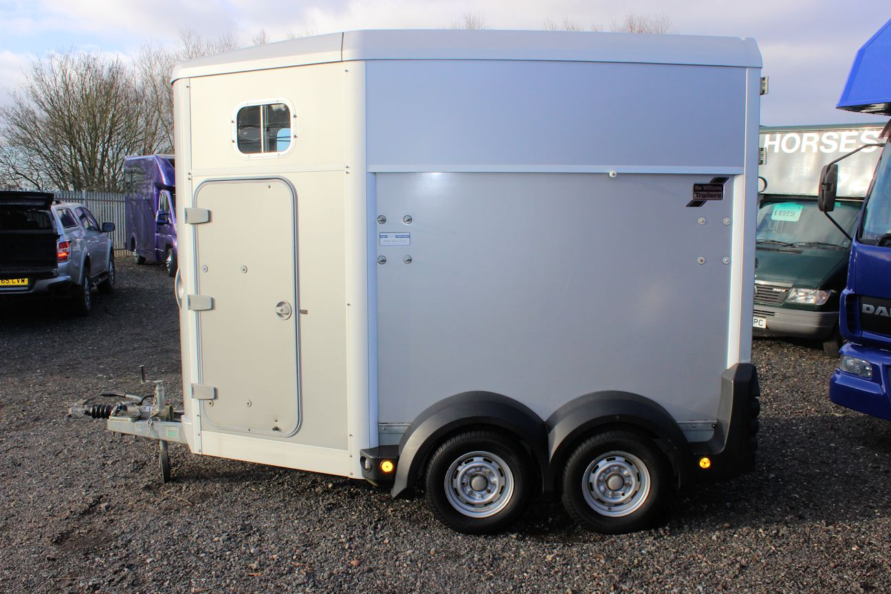 ifor williams hb506 for sale central england horseboxes. Black Bedroom Furniture Sets. Home Design Ideas