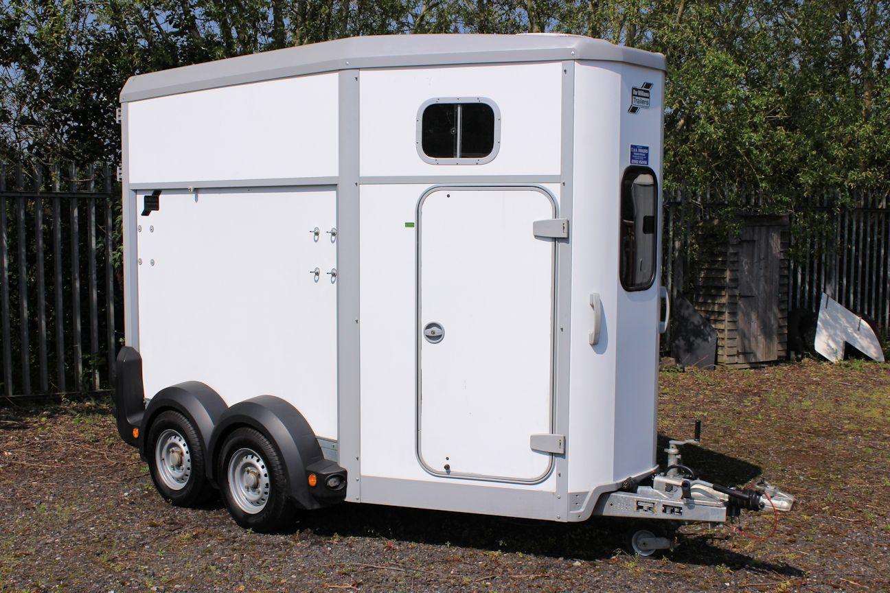ifor williams hb506 central england horseboxes. Black Bedroom Furniture Sets. Home Design Ideas