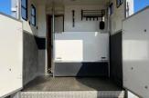 lux-horsebox-stalls