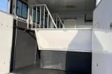 hos-horsebox-stalls