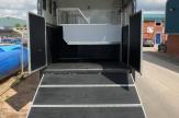 shiny-horsebox-ramp