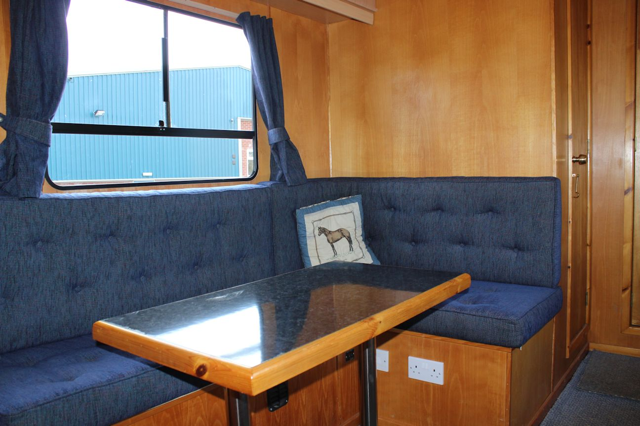 Low Mileage Luxury Maudsley 7 5t Central England Horseboxes