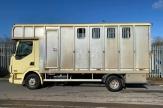 custard-horsebox-side