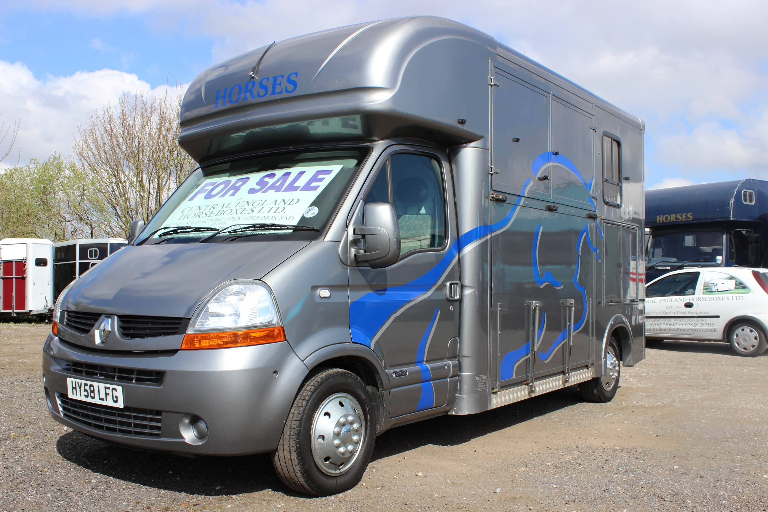 3 5 ton renault master horsebox for sale central england horseboxes. Black Bedroom Furniture Sets. Home Design Ideas